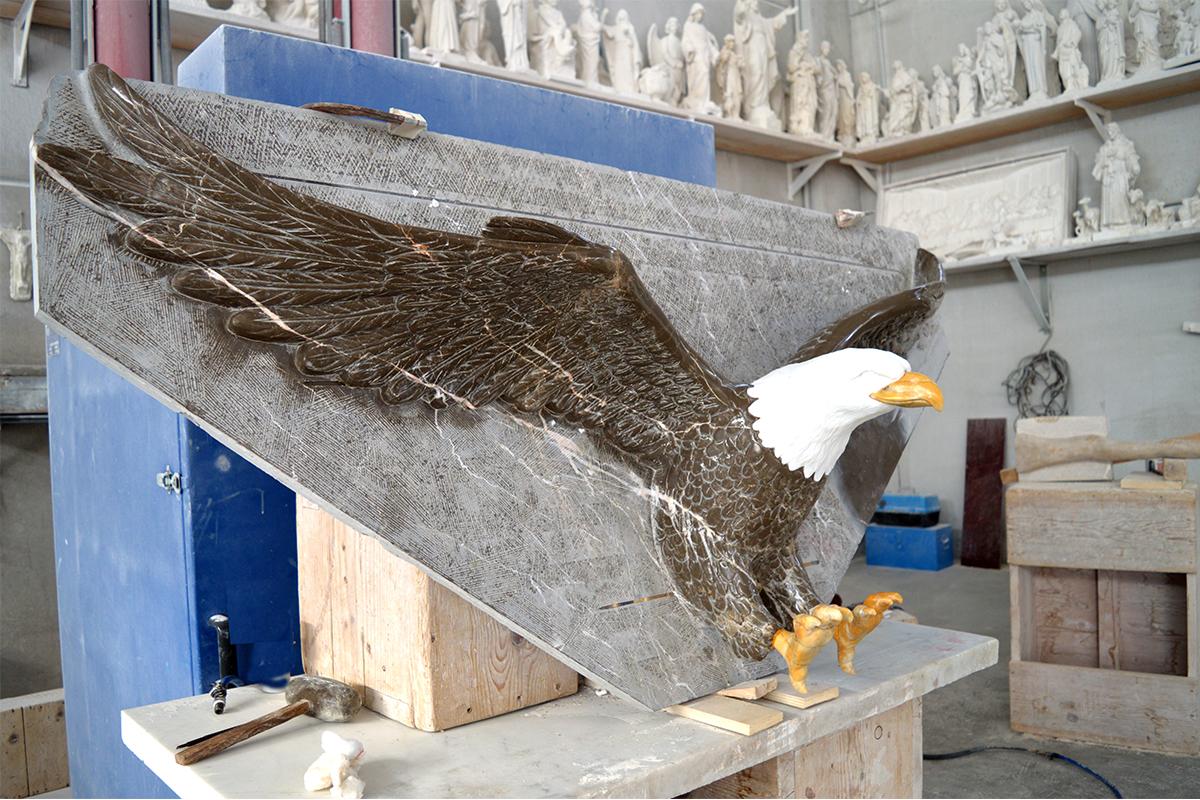 Eagle Tondo Cimitero Privato, Glendale, California, USA, 2016 | Materiale: Marmi colorati e mosaico