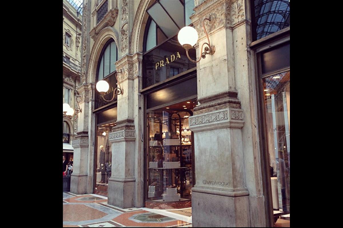 Boutique Prada, Galleria Vittorio Emanuele, Milano, Italia | rivestimento portali esterni
