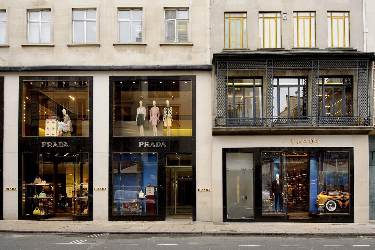 Boutique Praga - Old bond street, Londra, Gran Bretagna, 1999 | Rivestimento esterno, materiale: Moleanos limestone