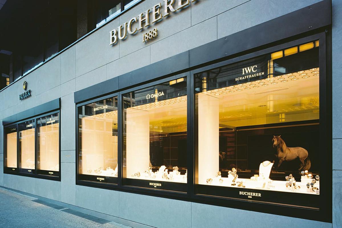 Gioielleria Bucherer, Friedrichstrabe, Berlino, Germania, rivestimento esterno in pietra lavica, 1998.