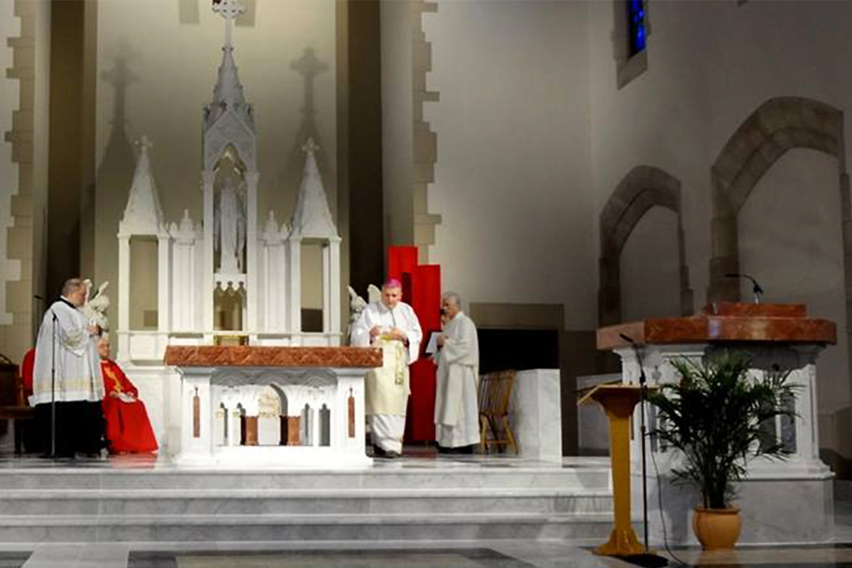 Immacolate Conception Church, Washington, Pennsylvania, 2014   Altare e Leggio