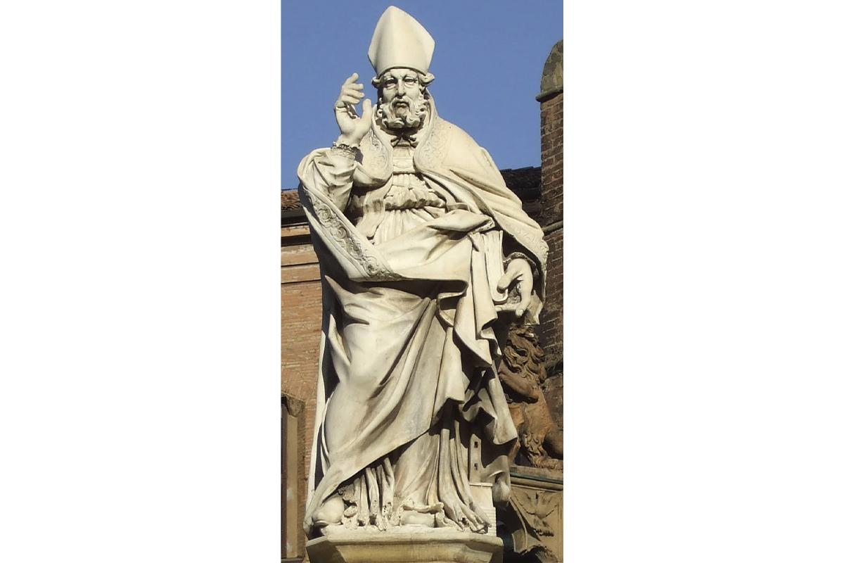 Piazza di Porta Ravegnana, Bologna, Italia, 2019 - Statua San Petronio- sostituzione dell'originale